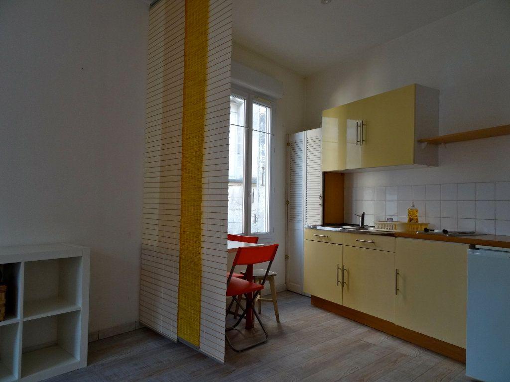 Immeuble à vendre 0 81m2 à Rochefort vignette-1