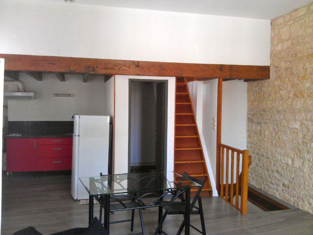 Immeuble à vendre 0 81m2 à Rochefort vignette-2