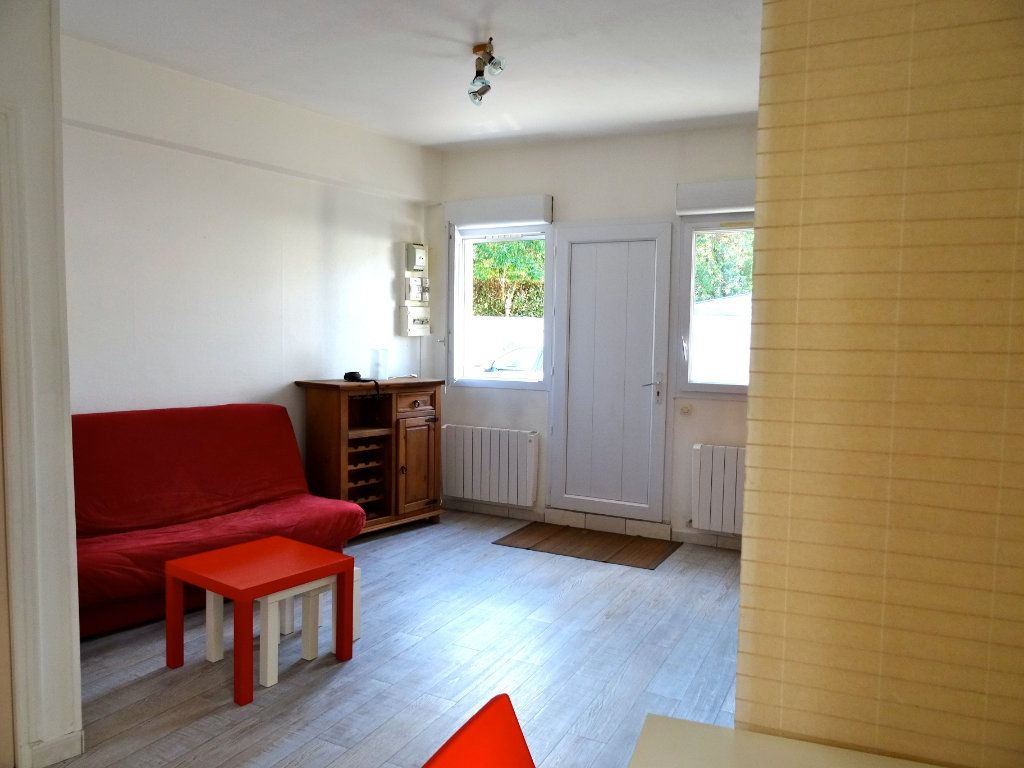 Immeuble à vendre 0 81m2 à Rochefort vignette-3