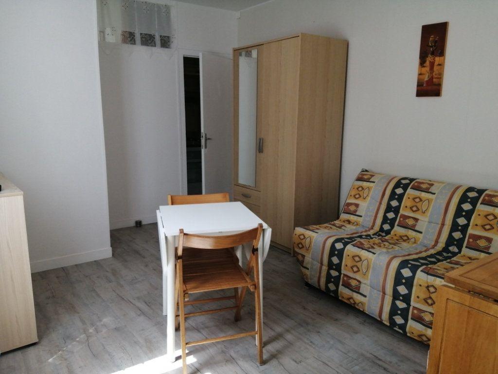 Appartement à louer 1 18m2 à Rochefort vignette-1