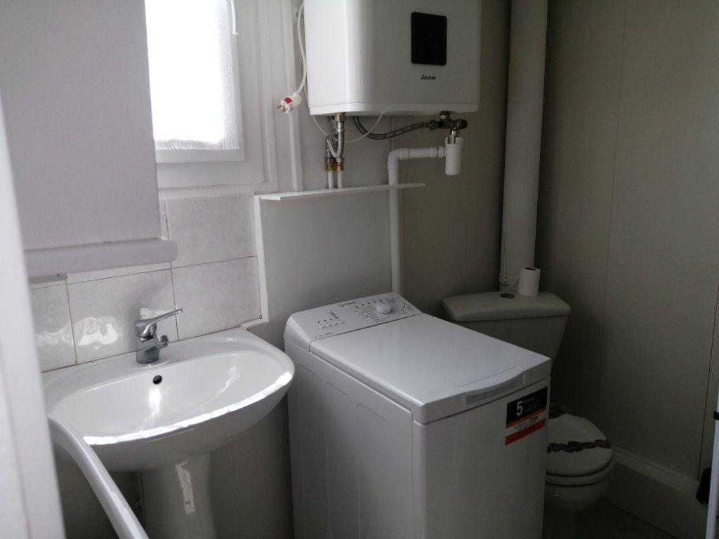 Appartement à louer 1 18m2 à Rochefort vignette-2