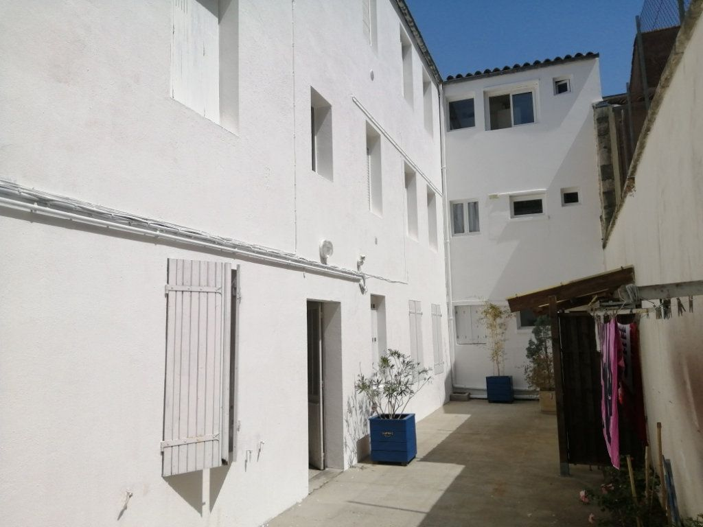 Appartement à louer 1 18m2 à Rochefort vignette-3