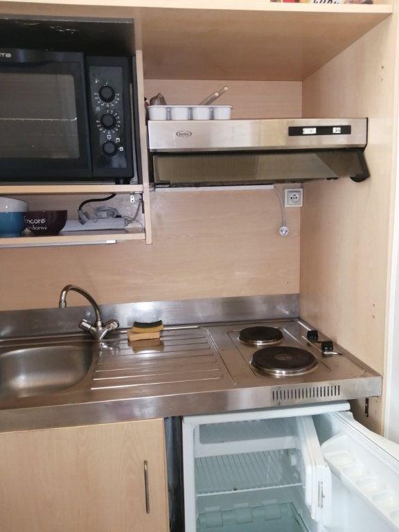 Appartement à louer 1 18m2 à Rochefort vignette-4