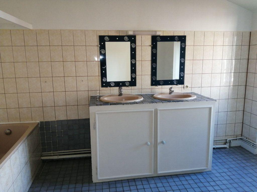 Appartement à louer 3 98m2 à Rochefort vignette-6