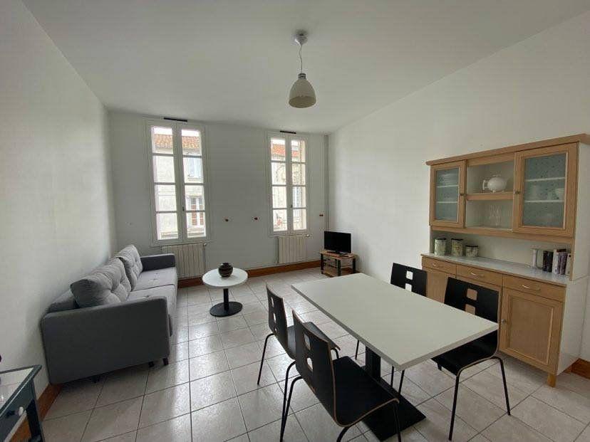 Appartement à louer 2 40m2 à Rochefort vignette-1