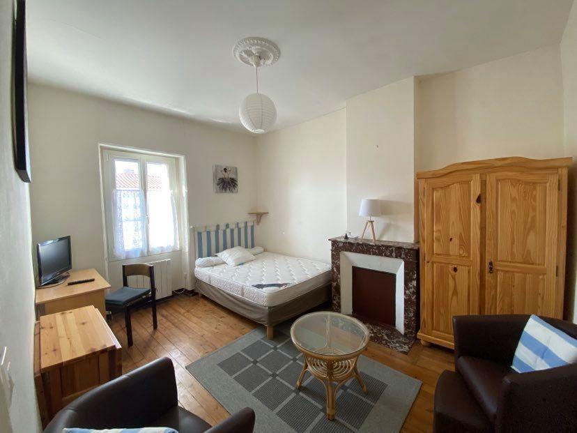 Appartement à louer 1 29.95m2 à Rochefort vignette-1