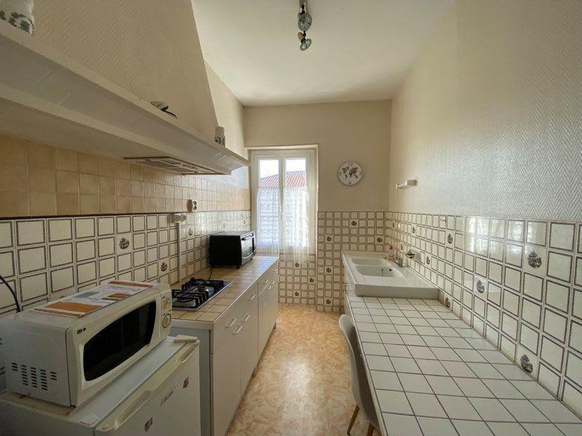 Appartement à louer 1 29.95m2 à Rochefort vignette-2
