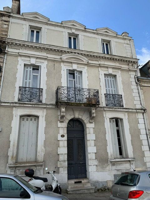 Appartement à louer 1 27m2 à Périgueux vignette-1
