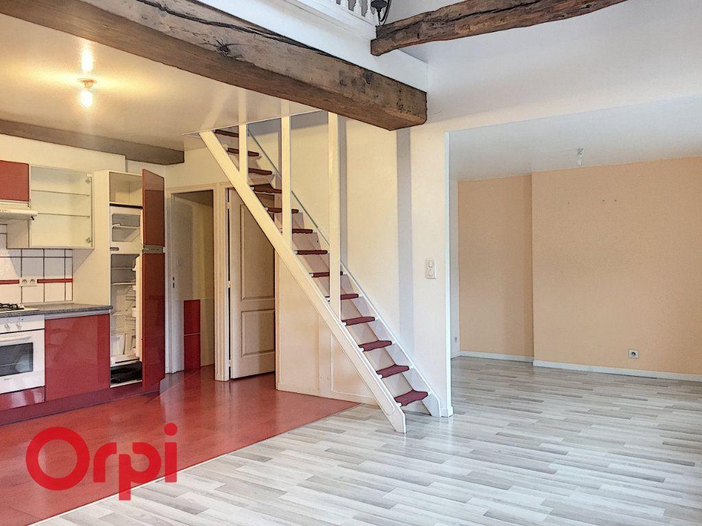 Appartement à louer 3 63m2 à Bar-le-Duc vignette-1