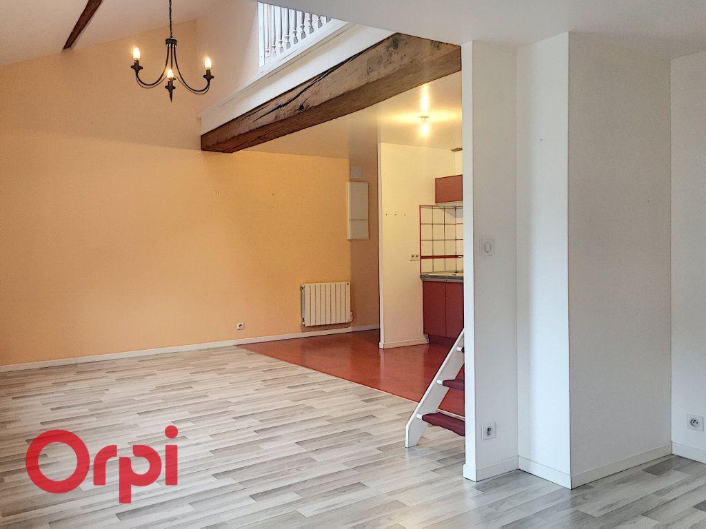 Appartement à louer 3 63m2 à Bar-le-Duc vignette-2