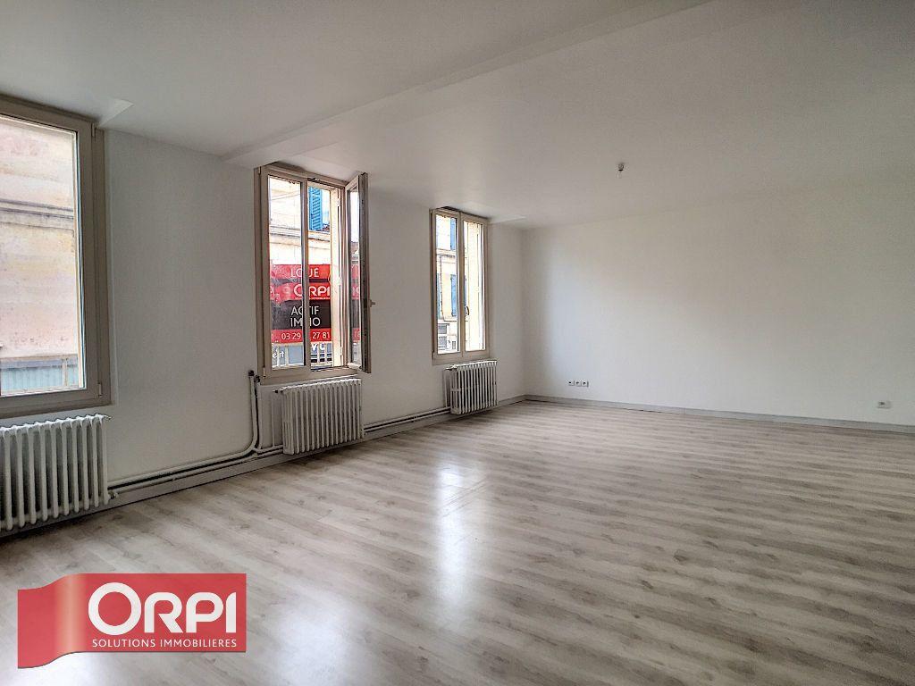 Appartement à louer 3 82m2 à Bar-le-Duc vignette-1