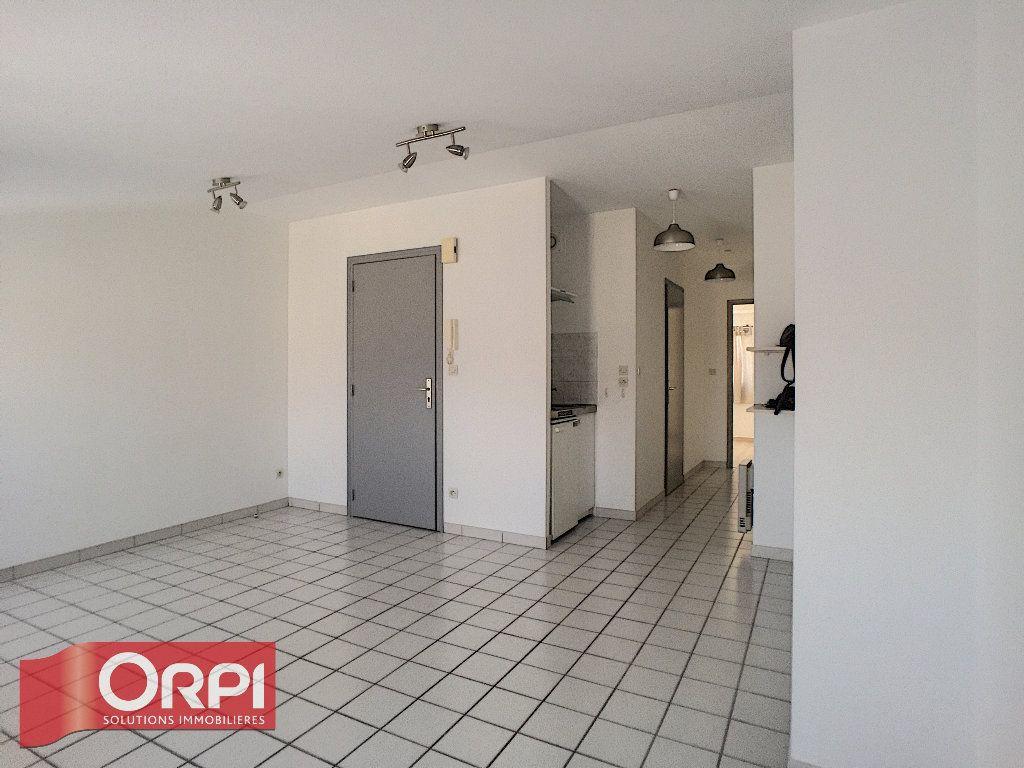 Appartement à louer 2 31.1m2 à Bar-le-Duc vignette-2