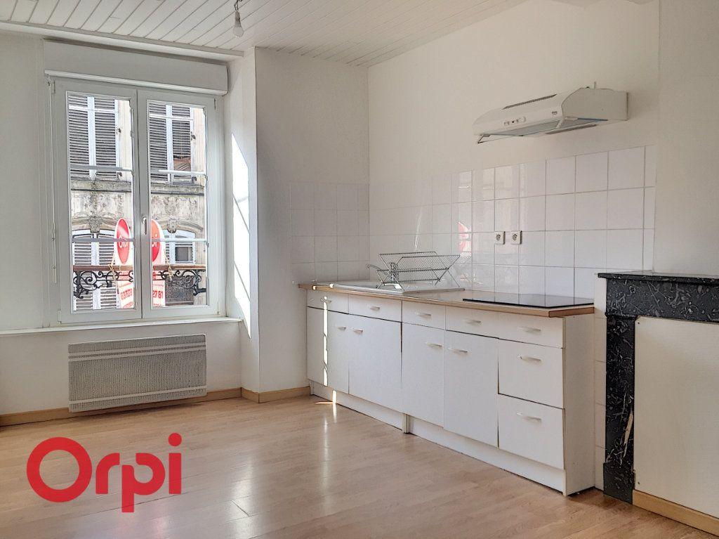 Appartement à louer 2 43m2 à Bar-le-Duc vignette-1