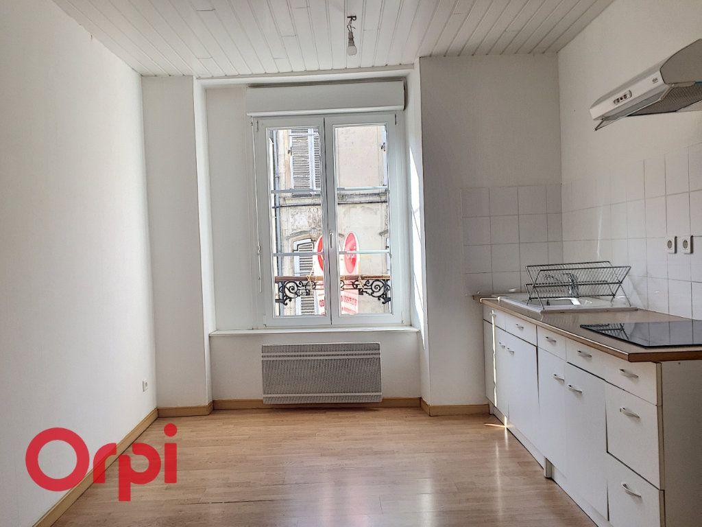 Appartement à louer 2 43m2 à Bar-le-Duc vignette-2