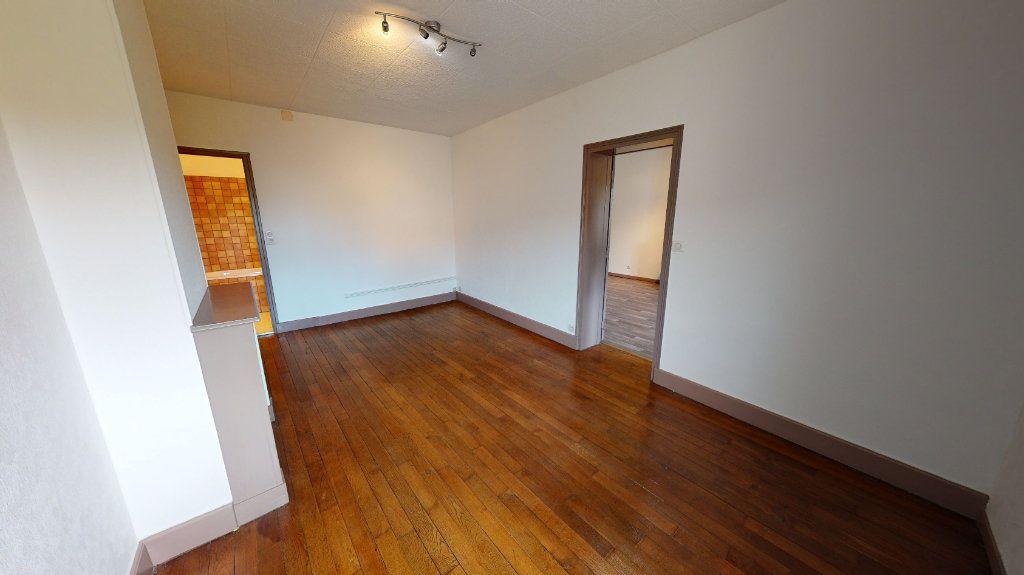 Appartement à louer 2 37m2 à Bar-le-Duc vignette-2