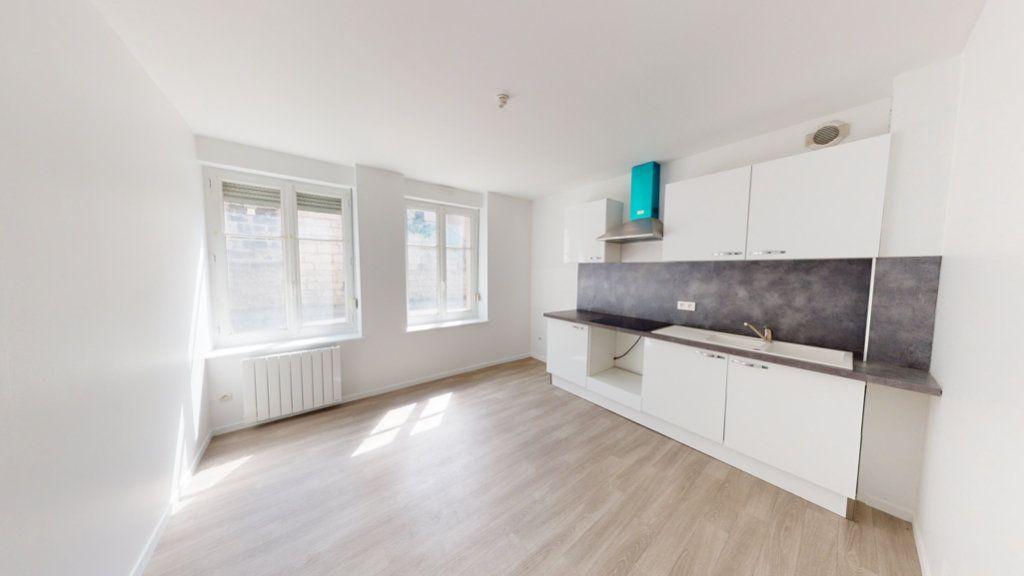 Appartement à louer 2 68m2 à Lérouville vignette-1