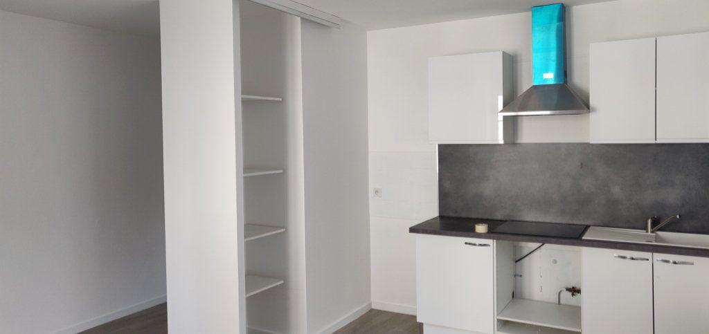 Appartement à louer 3 86m2 à Lérouville vignette-4