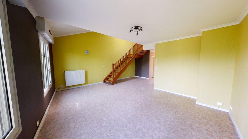Appartement à louer 4 108m2 à Bar-le-Duc vignette-1