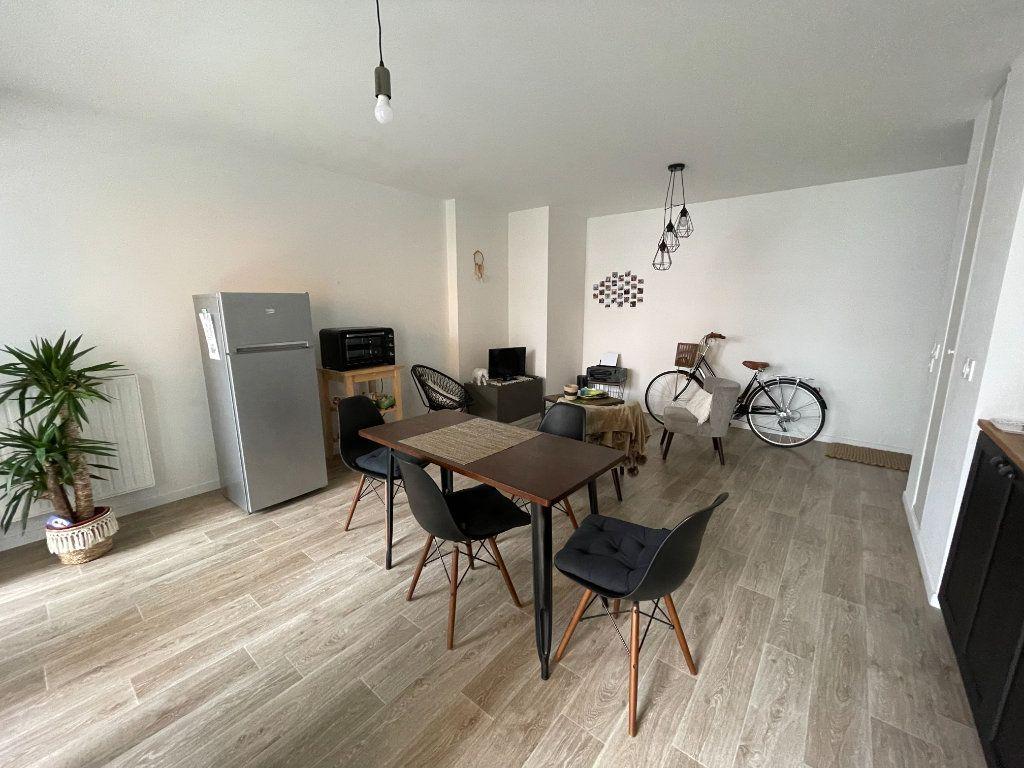 Appartement à louer 3 58.07m2 à Hérouville-Saint-Clair vignette-2