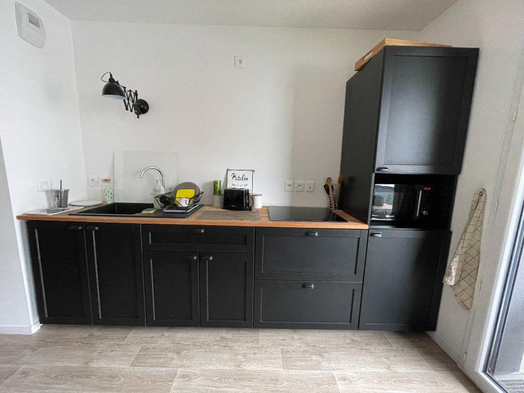 Appartement à louer 3 58.07m2 à Hérouville-Saint-Clair vignette-3