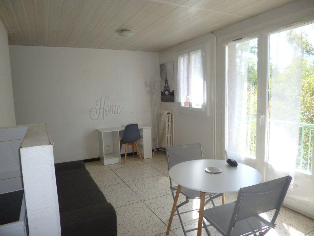 Appartement à louer 1 25.23m2 à Montpellier vignette-3