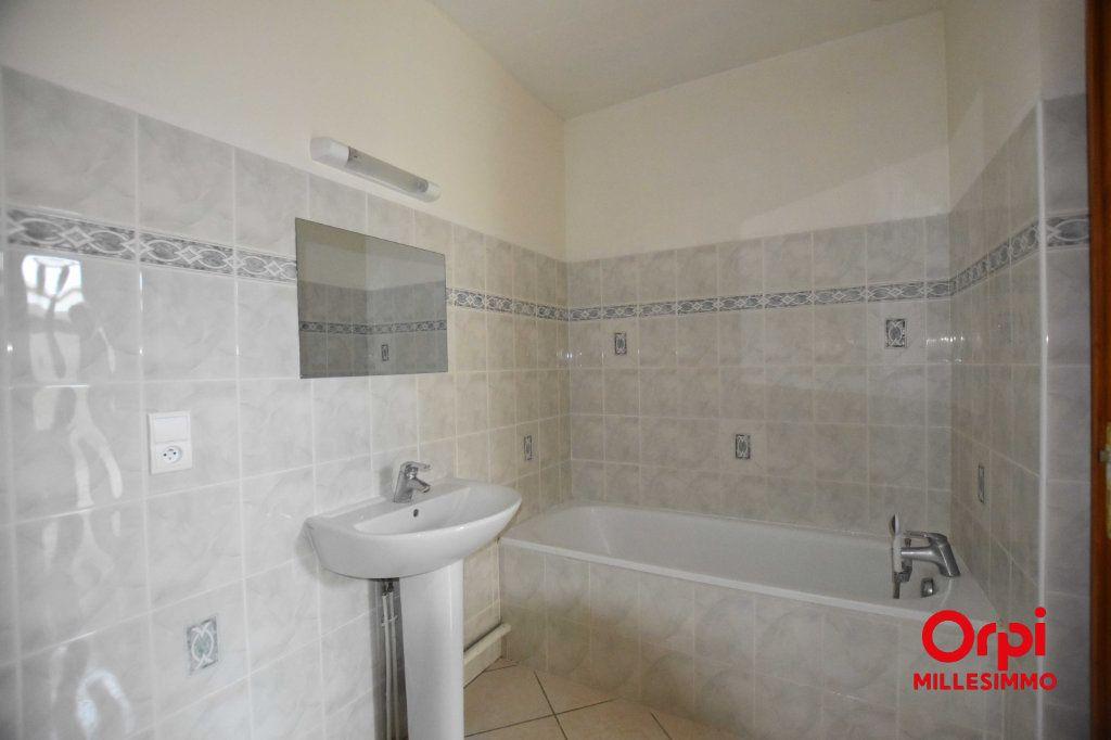 Appartement à louer 3 62.79m2 à Saint-Laurent-de-Chamousset vignette-6