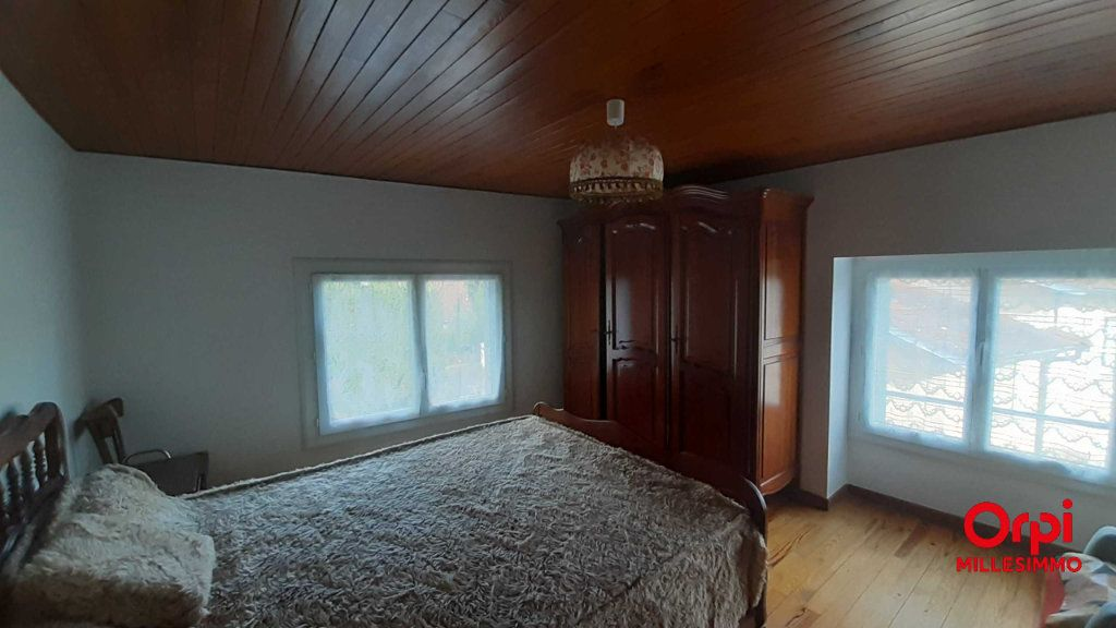 Maison à louer 4 70m2 à Saint-Genis-l'Argentière vignette-4