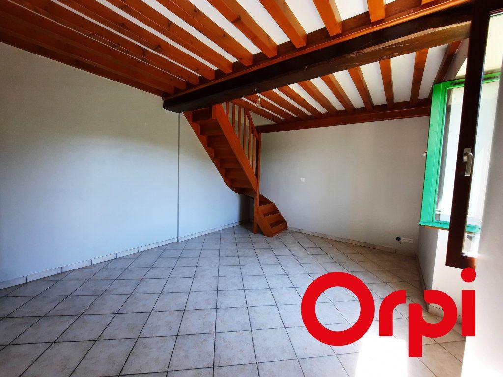 Maison à louer 3 90m2 à Saint-Genis-l'Argentière vignette-4