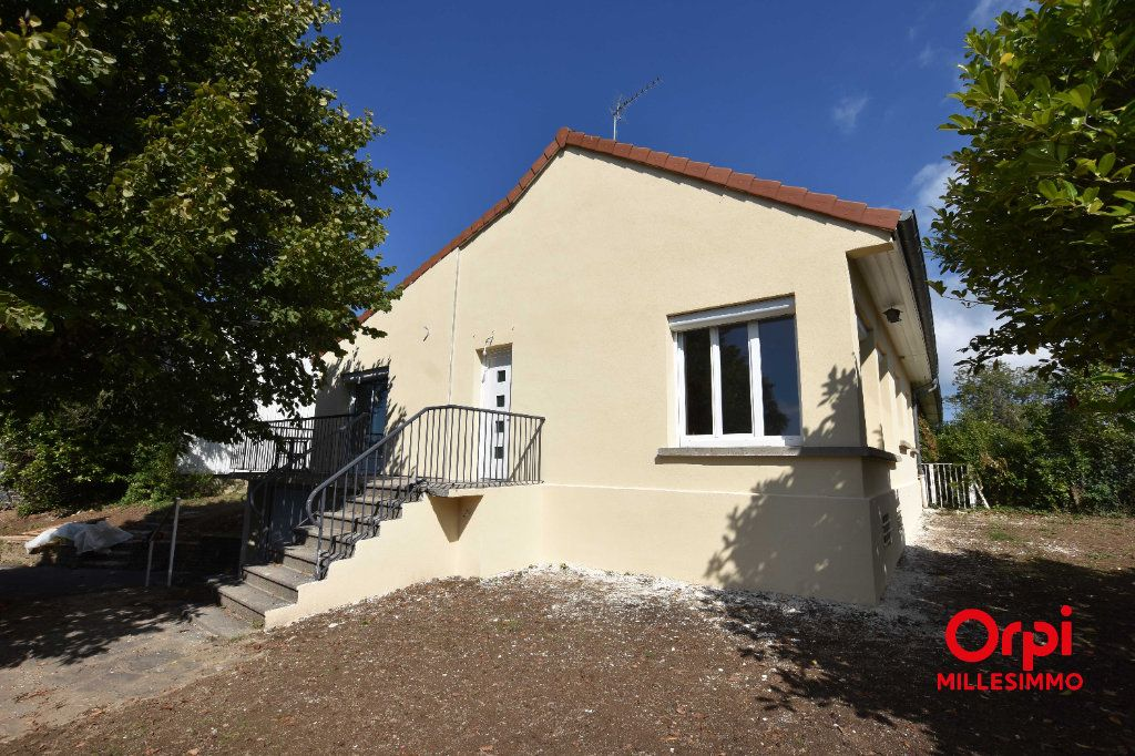Maison à louer 4 100m2 à Saint-Martin-en-Haut vignette-1