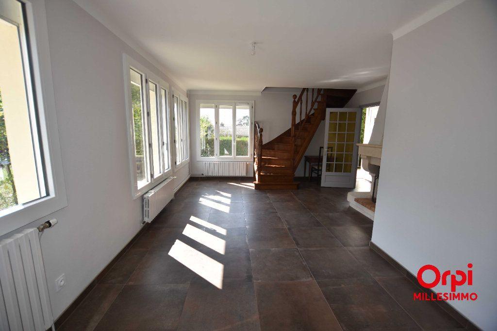 Maison à louer 4 100m2 à Saint-Martin-en-Haut vignette-3