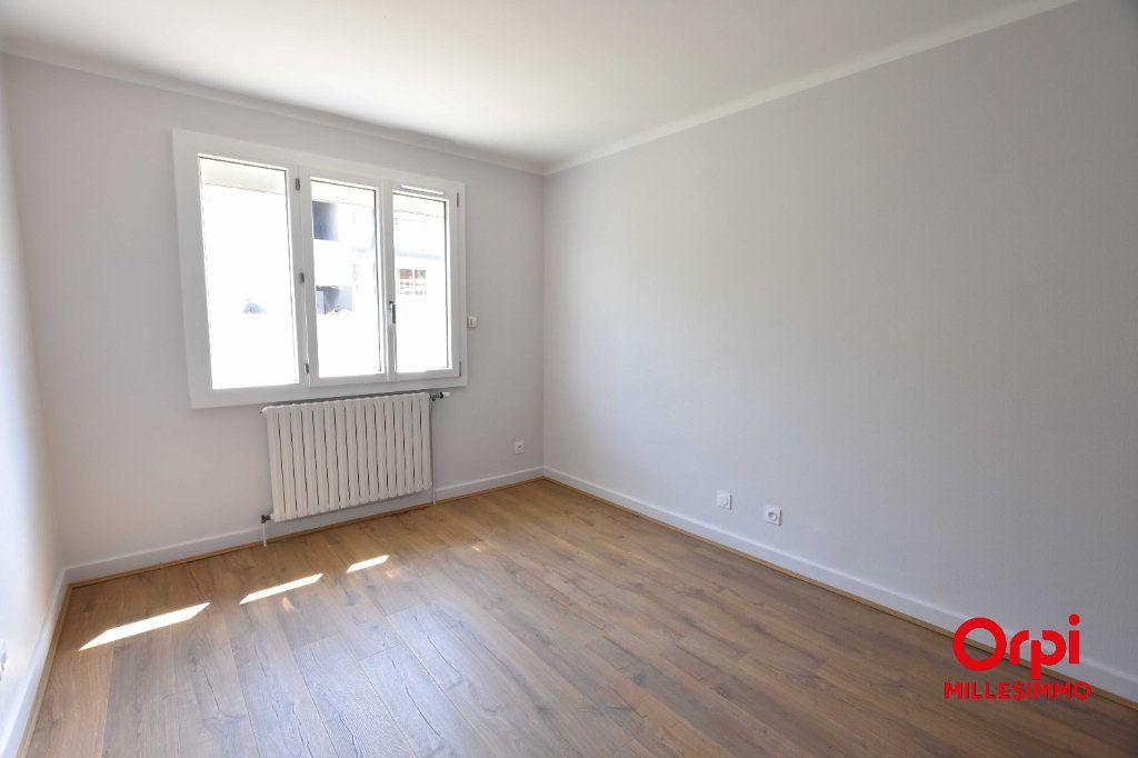 Maison à louer 4 100m2 à Saint-Martin-en-Haut vignette-5