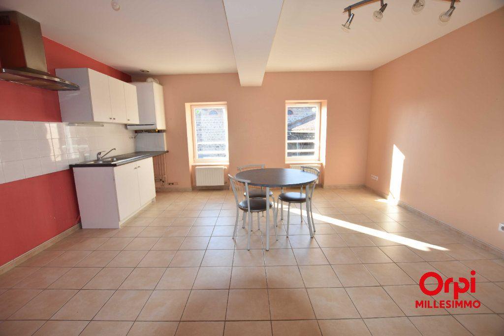 Appartement à louer 3 65m2 à Saint-Laurent-de-Chamousset vignette-2
