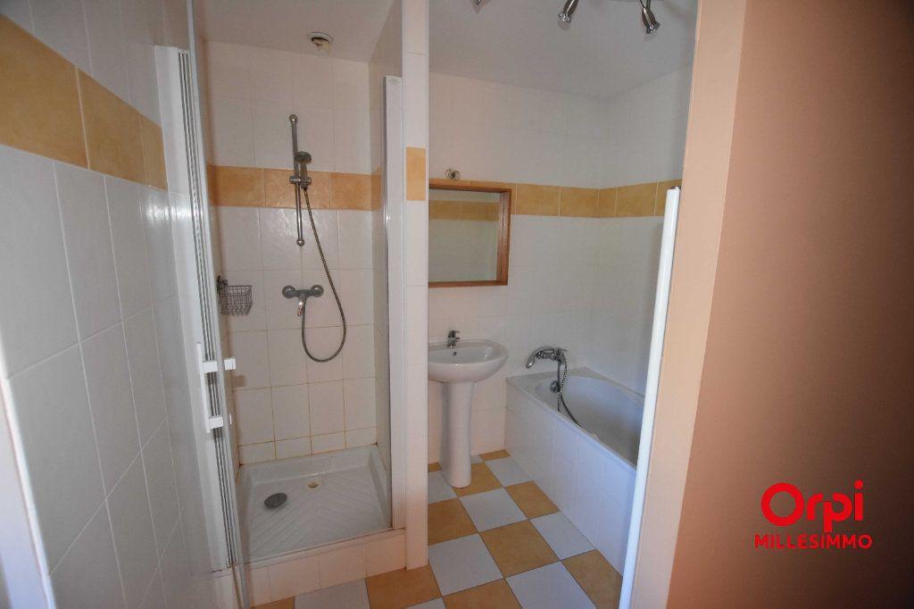 Appartement à louer 3 65m2 à Saint-Laurent-de-Chamousset vignette-4