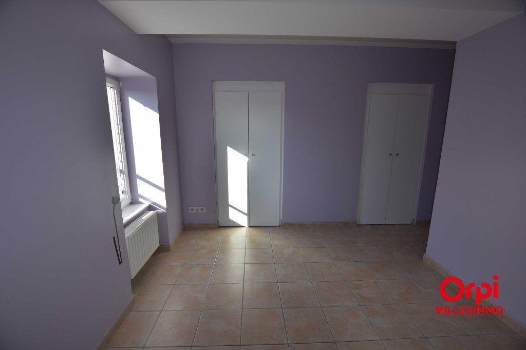 Appartement à louer 3 65m2 à Saint-Laurent-de-Chamousset vignette-5