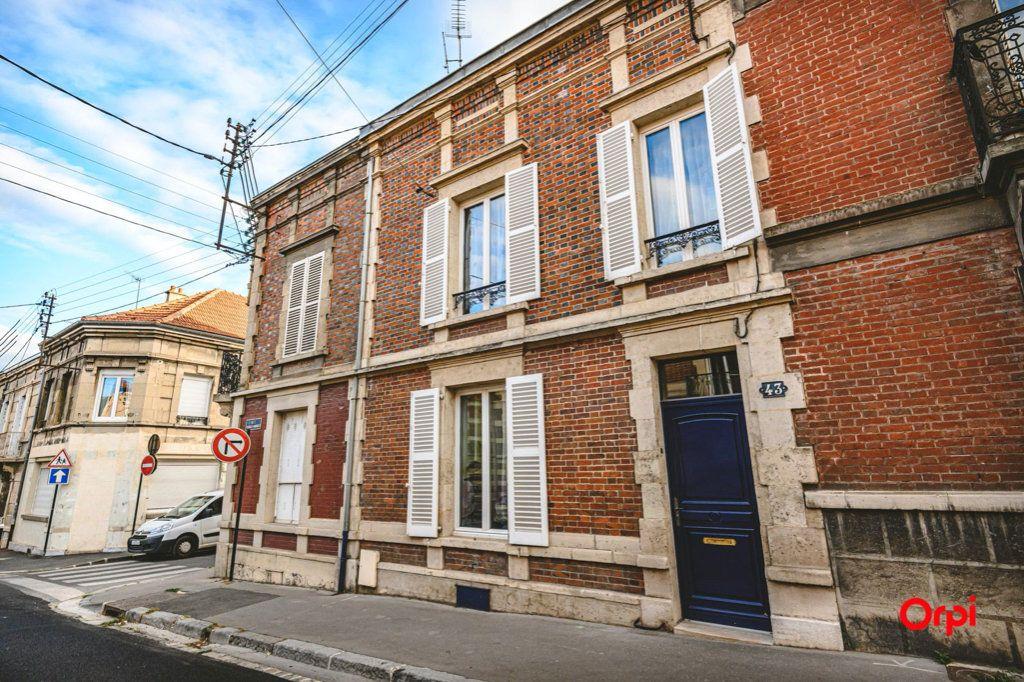 Maison à vendre 6 170m2 à Épernay vignette-1
