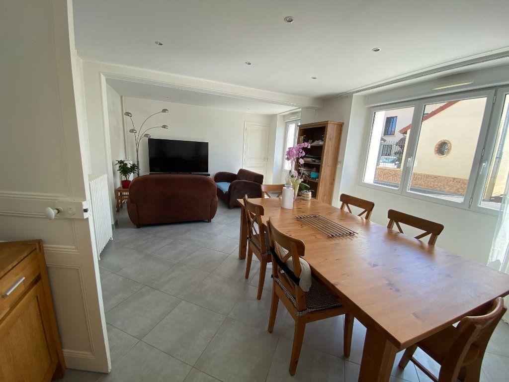 Maison à louer 6 123.45m2 à Damery vignette-2