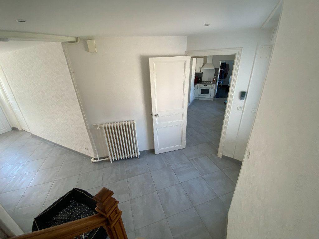 Maison à louer 6 123.45m2 à Damery vignette-3