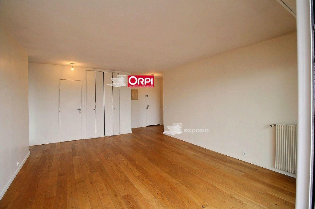 Appartement à louer 2 49.8m2 à Clichy vignette-3