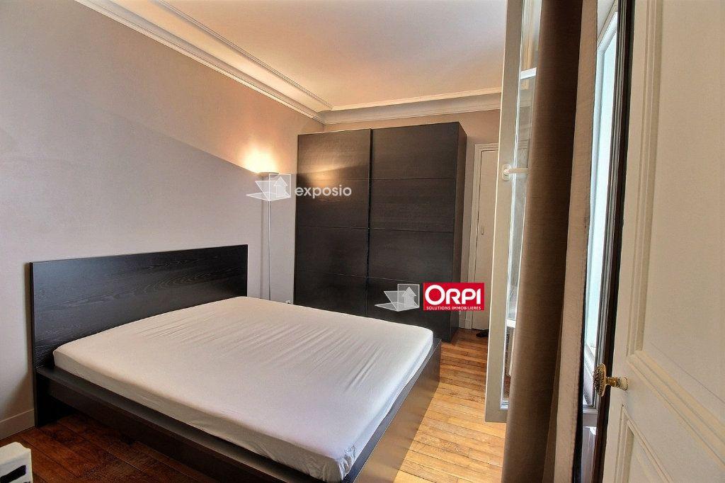 Appartement à louer 2 38m2 à Paris 18 vignette-3