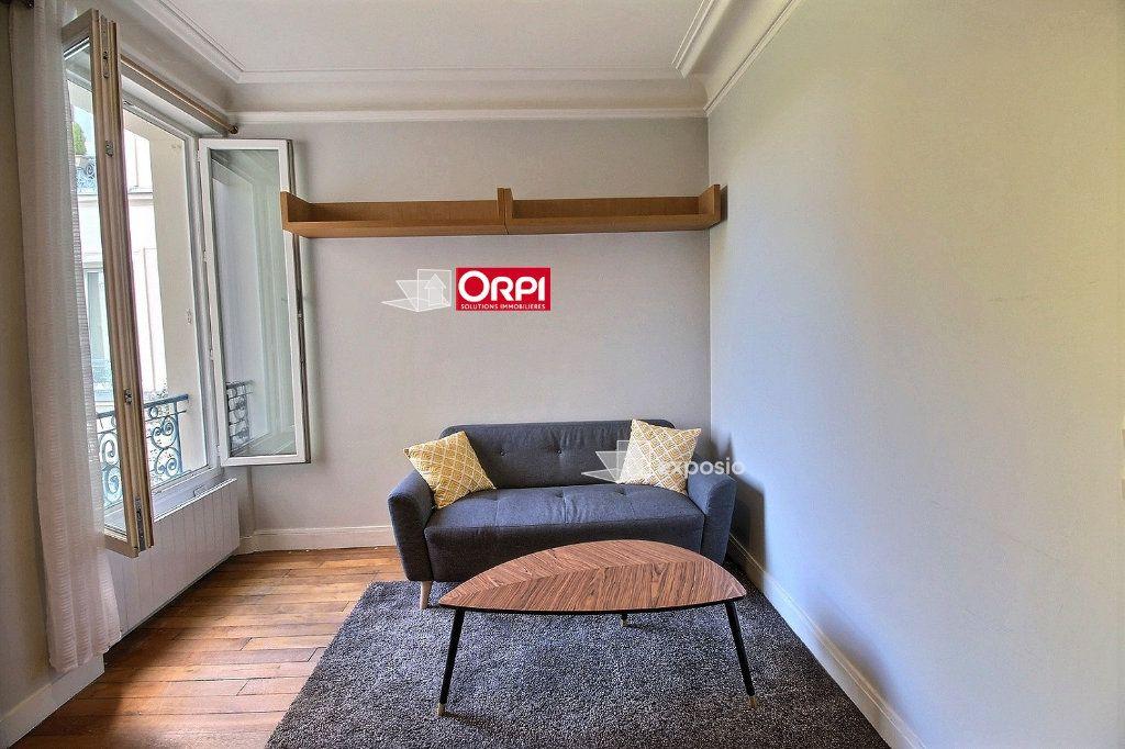 Appartement à louer 2 38m2 à Paris 18 vignette-4