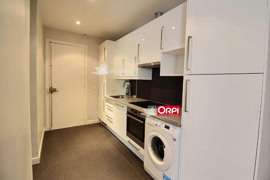 Appartement à louer 2 38m2 à Paris 18 vignette-5