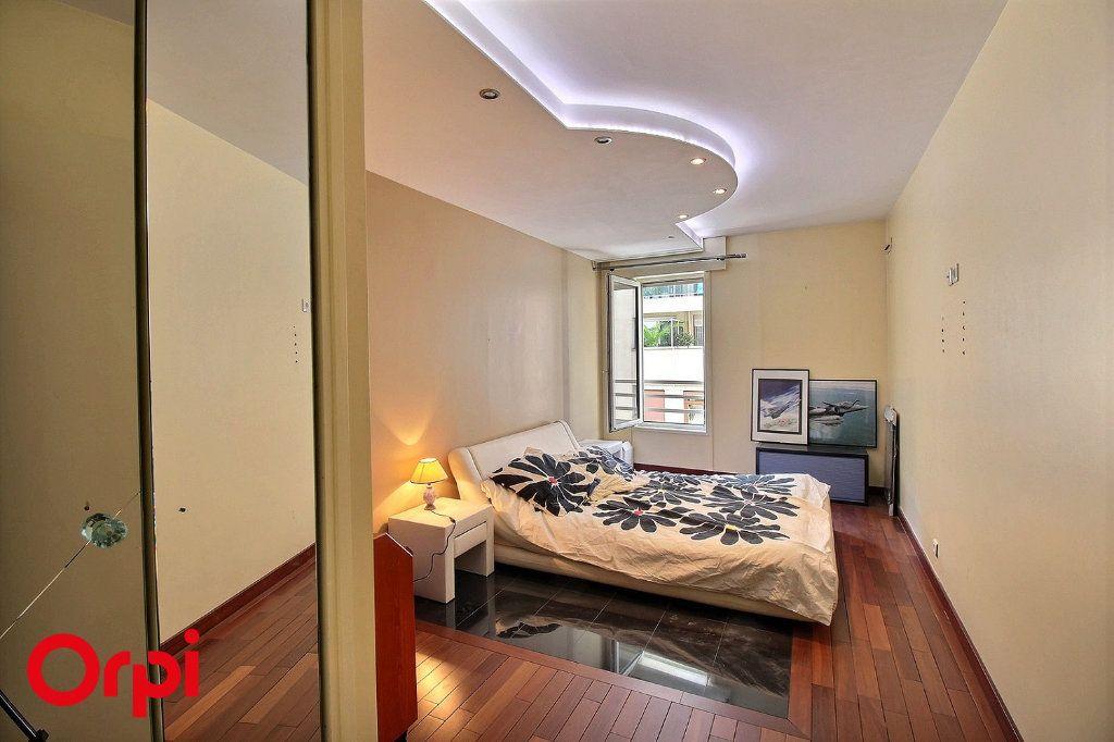 Appartement à vendre 4 86m2 à Paris 17 vignette-7