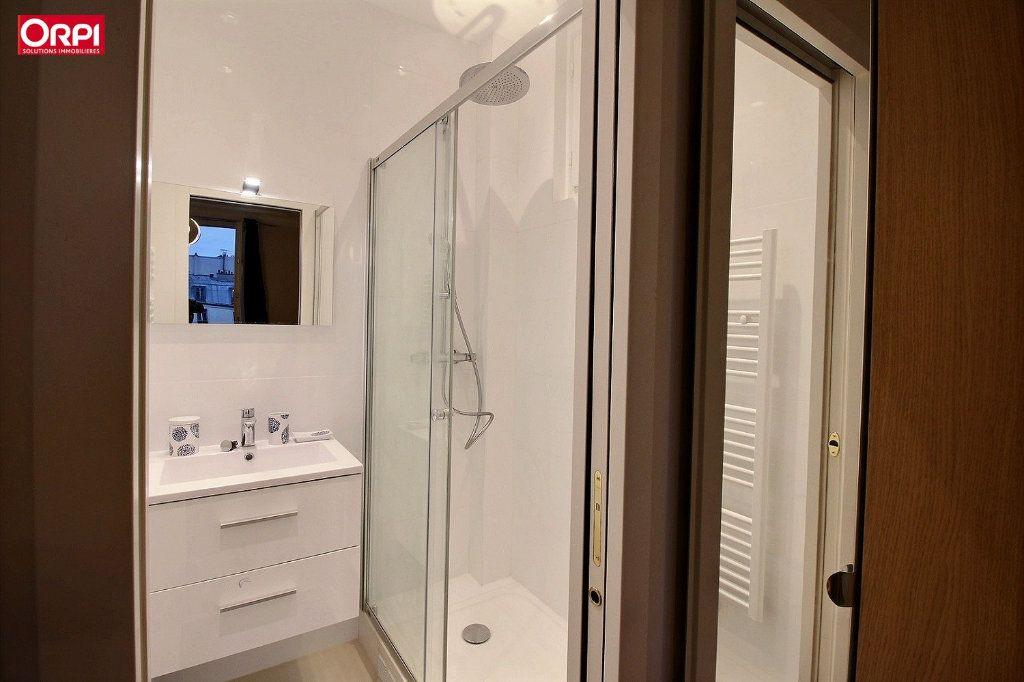Appartement à louer 4 100m2 à Paris 17 vignette-9