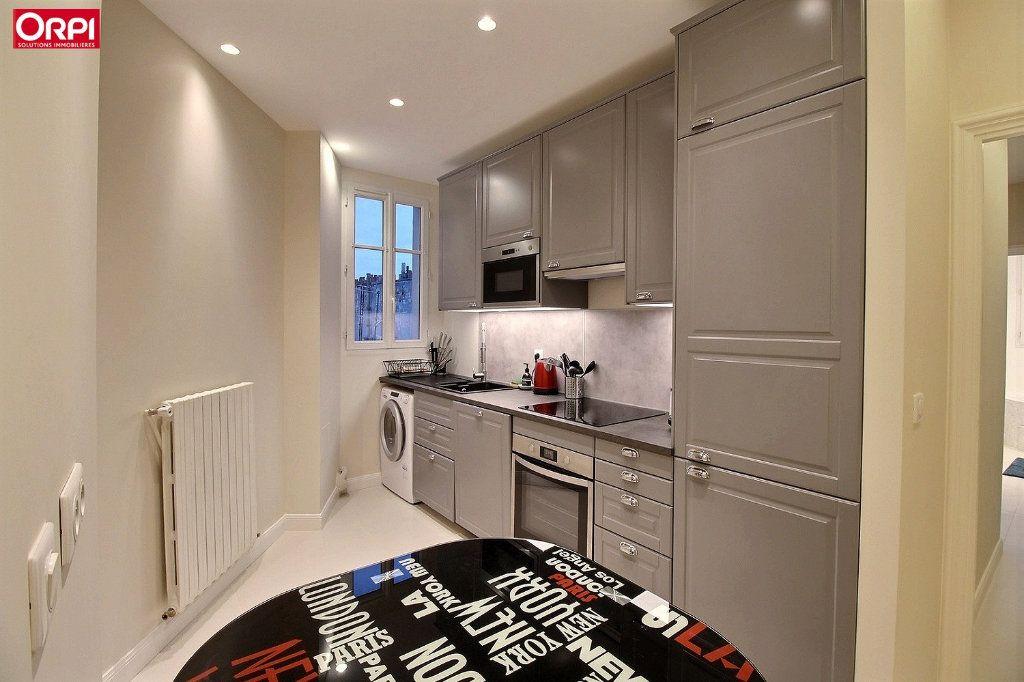 Appartement à louer 4 100m2 à Paris 17 vignette-10