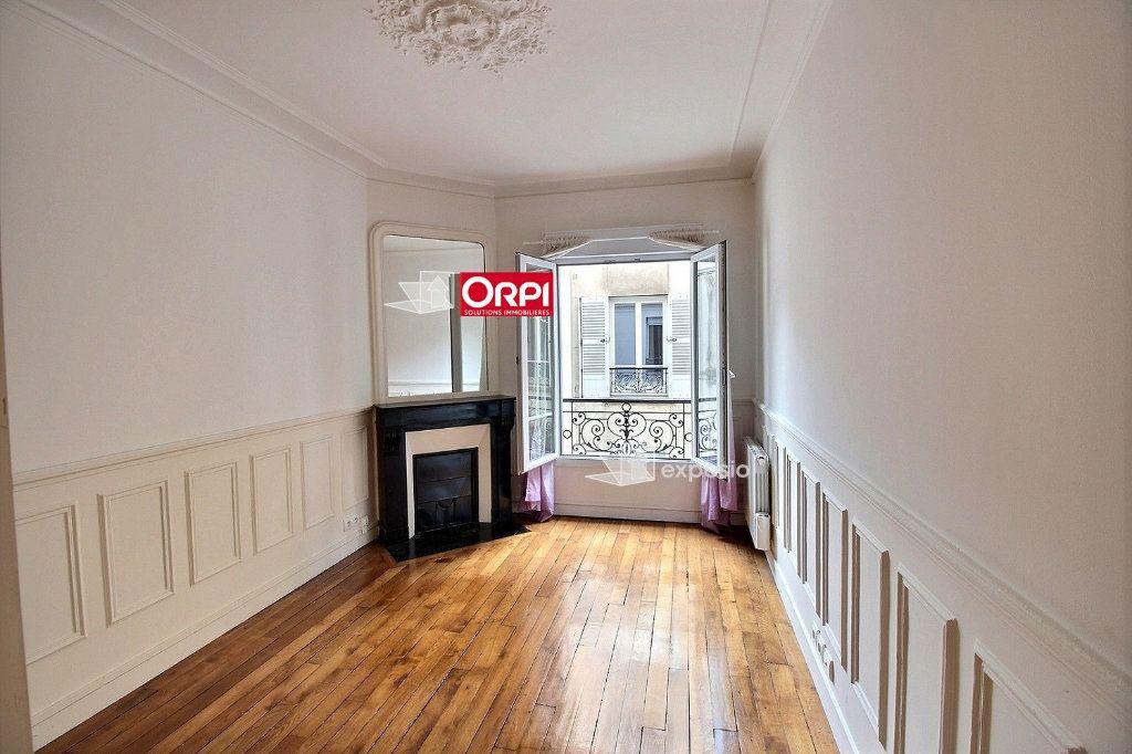 Appartement à louer 2 43m2 à Paris 18 vignette-1