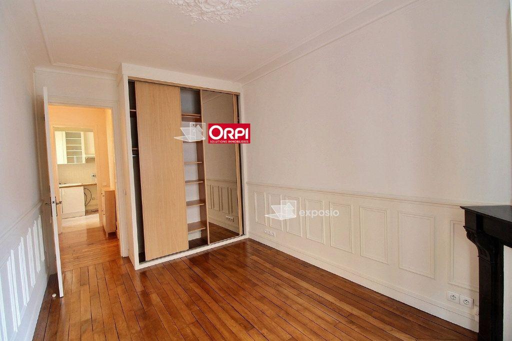 Appartement à louer 2 43m2 à Paris 18 vignette-4