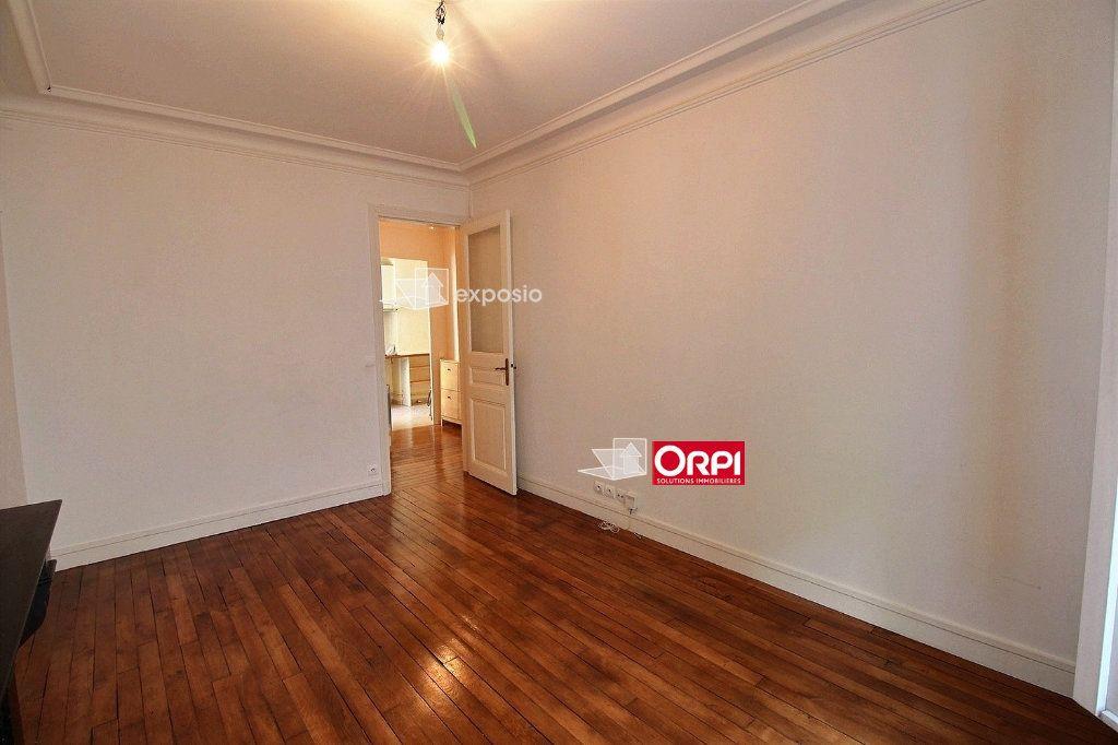 Appartement à louer 2 43m2 à Paris 18 vignette-6