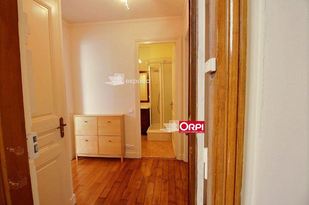 Appartement à louer 2 43m2 à Paris 18 vignette-7