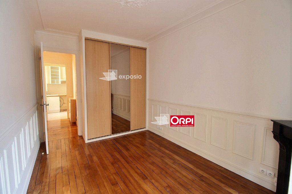Appartement à louer 2 43m2 à Paris 18 vignette-9
