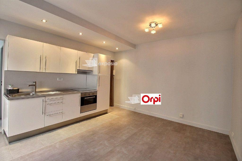 Appartement à louer 2 36.14m2 à Paris 17 vignette-1